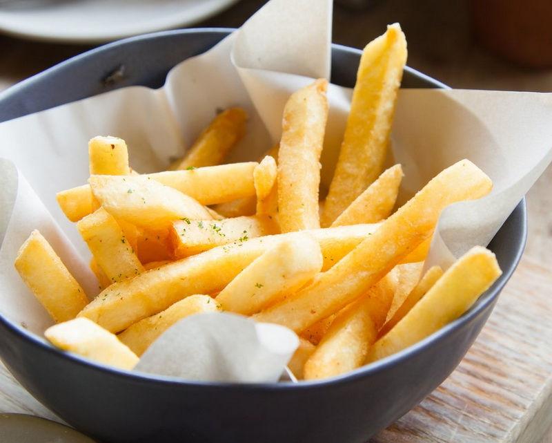Plato de patatas fritas